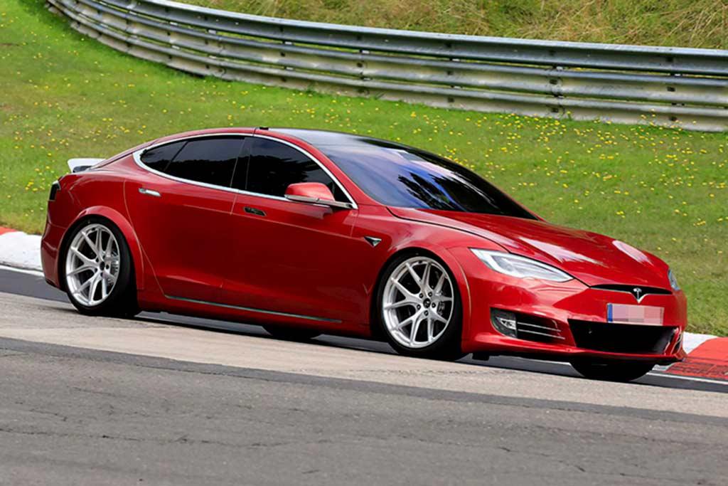 1000-сильная Tesla Model S «обскакала» Porsche Taycan на Нюрбургринге