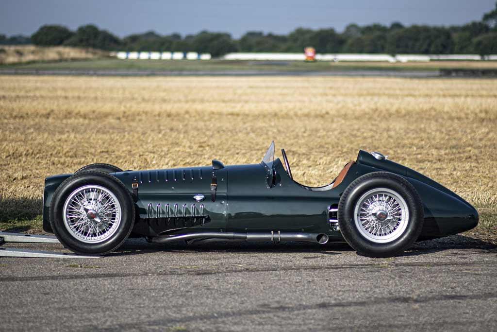 Фирма BRM построила точную копию болида P15 V16 и разогнала его до 306 км/ч