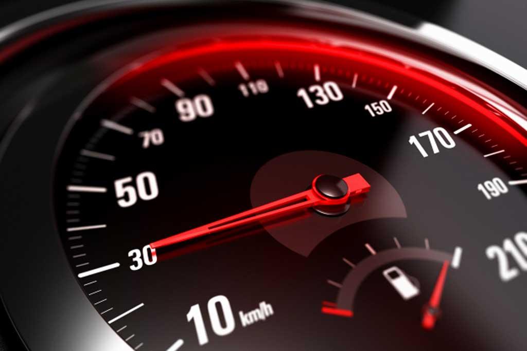 В Париже для авто ввели новый скоростной лимит: его превышают даже бегуны