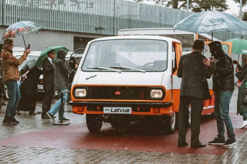 Автопоезд РАФ-3407