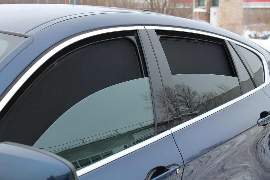 Каркасные сетки и шторки теперь вне закона: водителей начали штрафовать