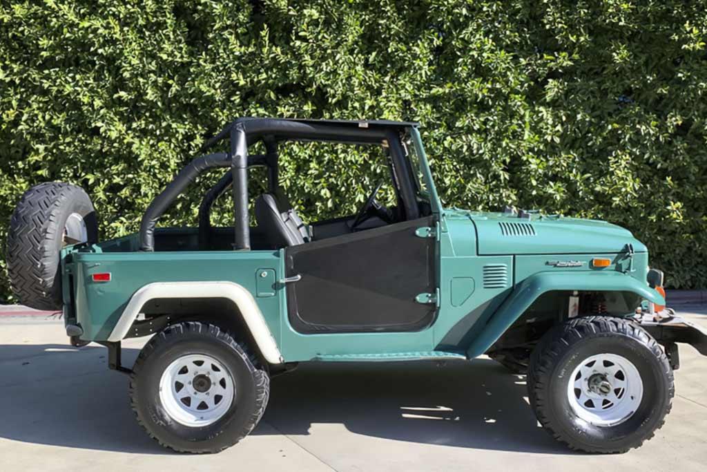 Вот такой Toyota Land Cruiser выпускали в 1974 году: теперь он стоит ₽2,2 млн