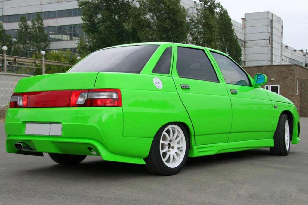 В топ-10 самых популярных в России моделей авто доминируют старые Lada
