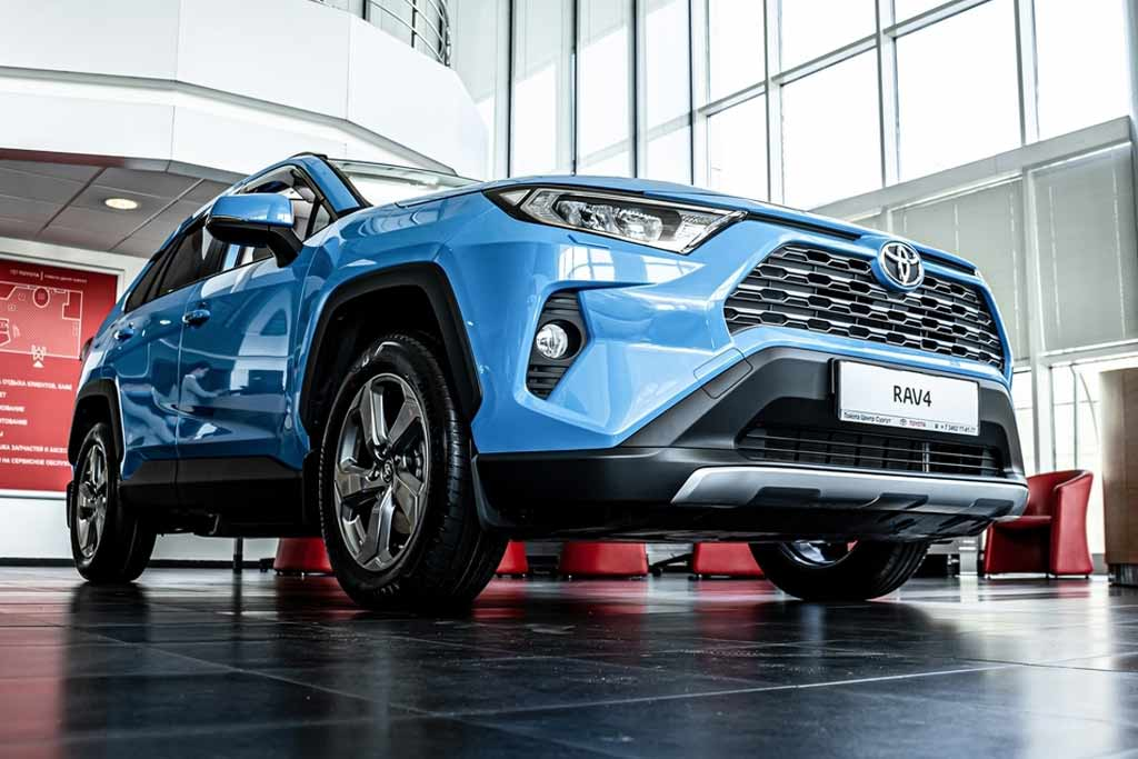 Средневзвешенная стоимость новых авто в РФ впервые перевалила за 2 млн рублей