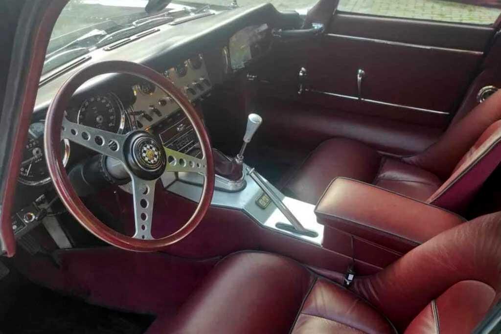В Москве продают 57-летний Jaguar E-Type Series 1, на котором почти никто не ездил