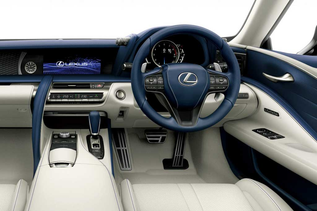Японцы слегка обновили купе и кабриолет Lexus LC 500 для домашнего рынка