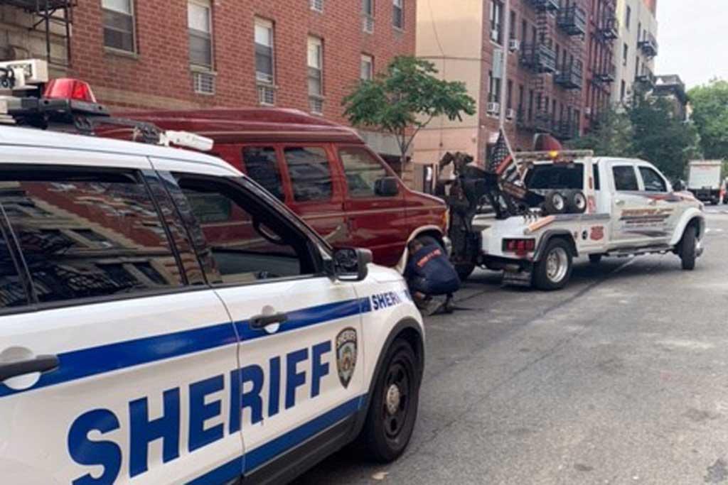 Полиция Нью-Йорка накрыла сеть фургонов для бюджетной ночевки в Манхэттене