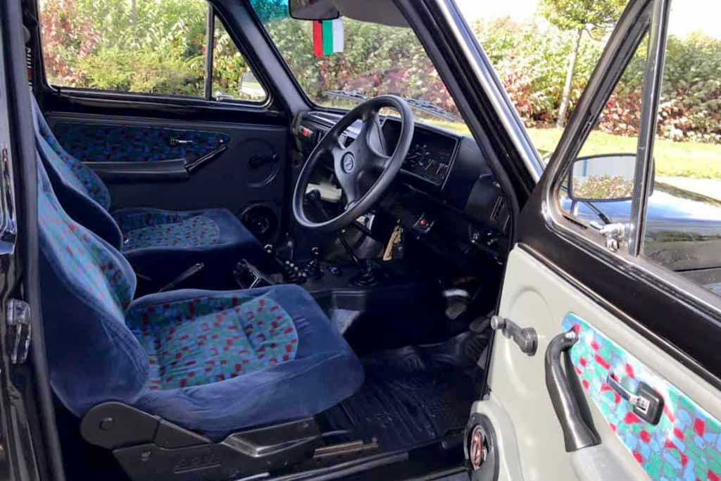 Отлично сохранившаяся Lada Niva Cossack с правым рулем продается в Британии