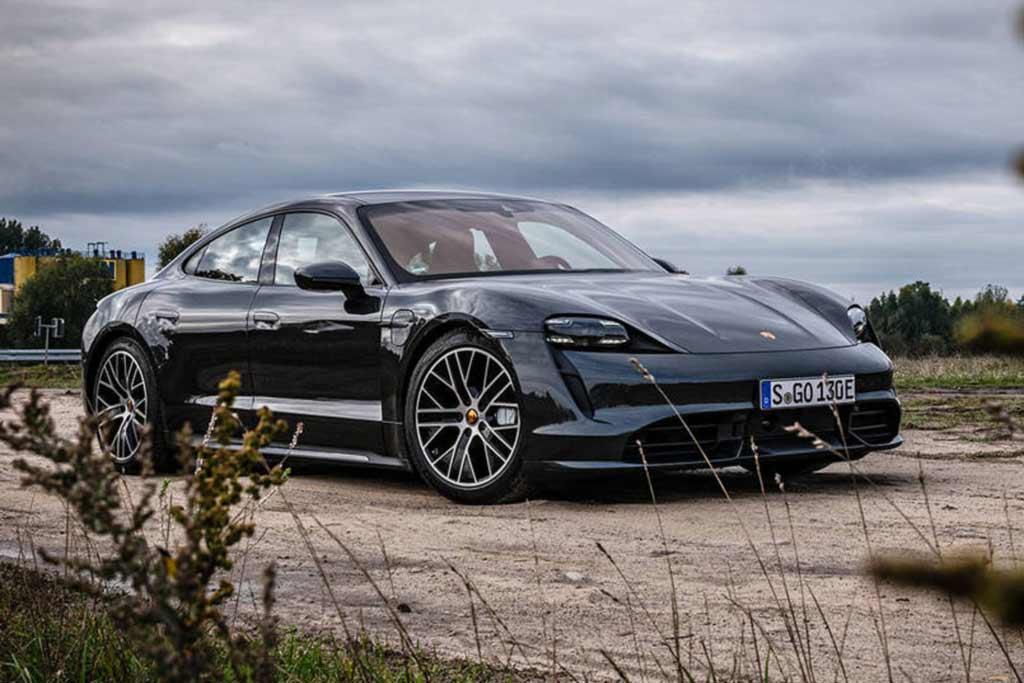 Электрический Porsche Taycan оказался популярнее Панамеры и семейства 911