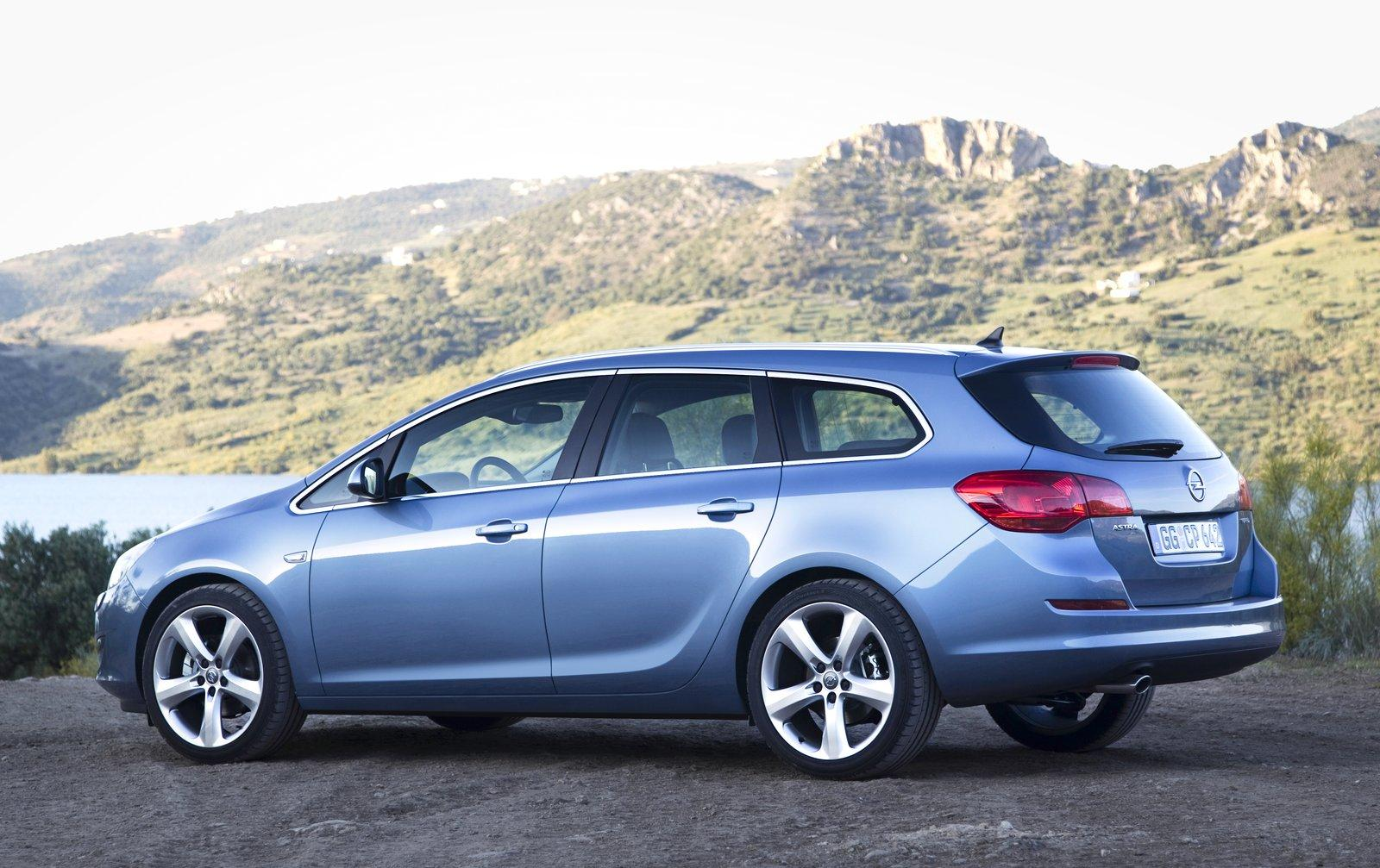 Opel astra sports tourer фото