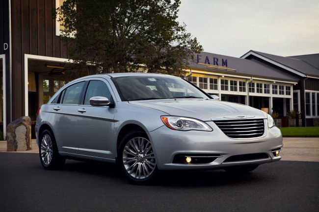 Фото нового Chrysler 200