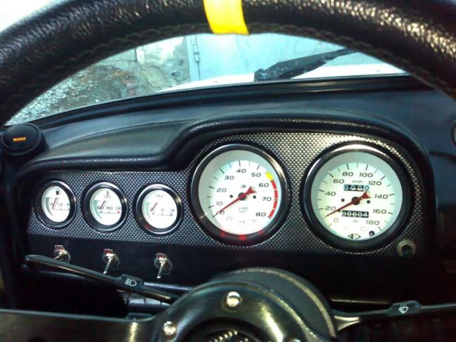 Но вот штатные часы автомобиля vaz 2106