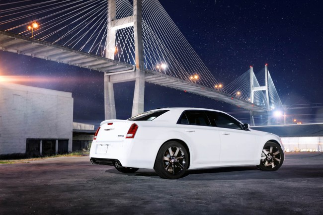 Фото нового Chrysler 300C SRT8