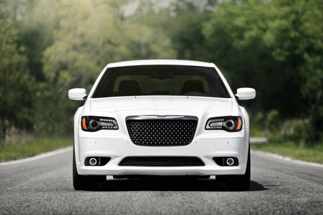 Chrysler 300C SRT8 2013 фото