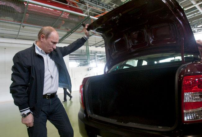 http://www.allcarz.ru/wp-content/uploads/2011/05/putin-ocenil-lada-granta.jpg
