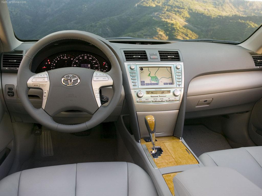 фото салон Toyota Camry.