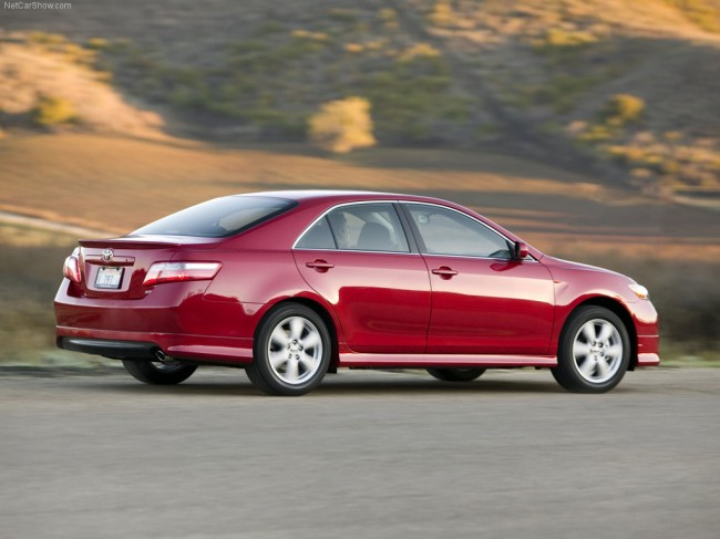 2008 Toyota Camry SE rear view.