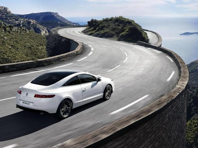 renault laguna coupe 2014 поставляют официально?