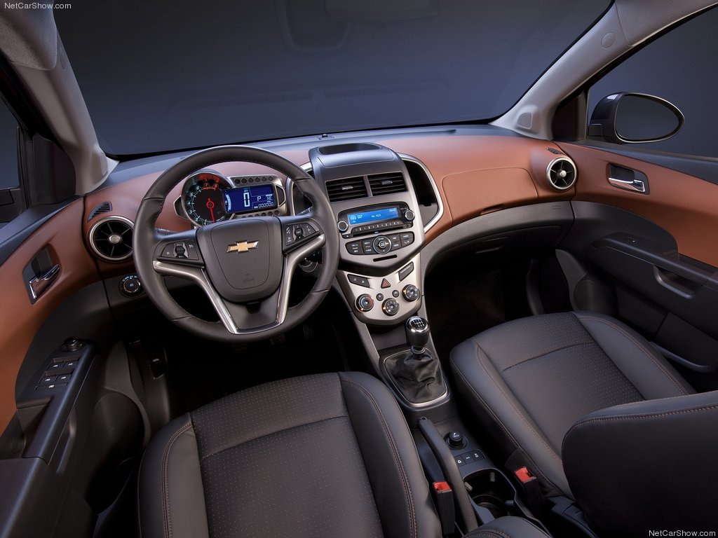 Фото салона Chevrolet Aveo 201…