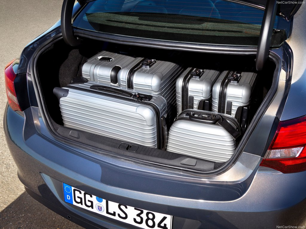 Фото багажника опель астра