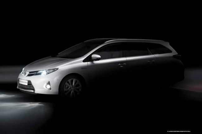 Тизер Toyota Auris Touring Sports 2013