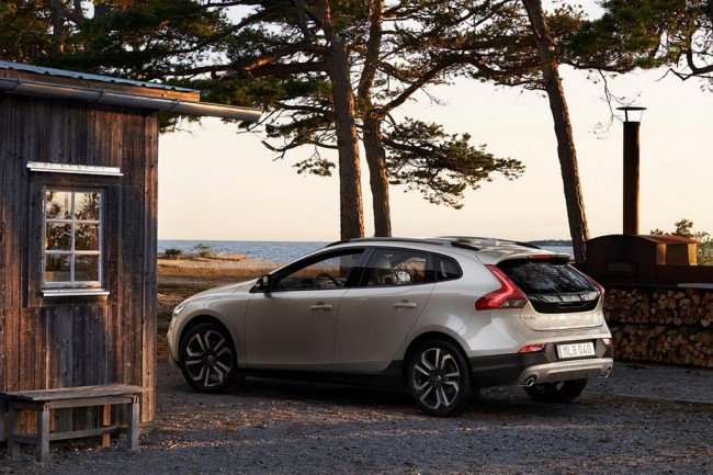 Volvo V40 Cross Country 2016 фото