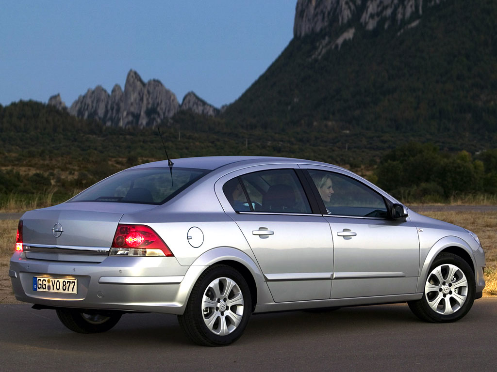 Фото Opel Astra Family Sedan…