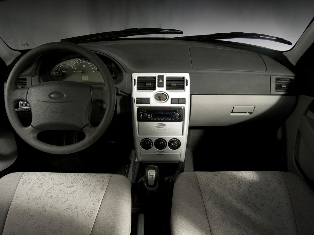 Lada Priora Wagon: 3 фото.