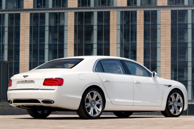 Фото нового Bentley Flying Spur 2015