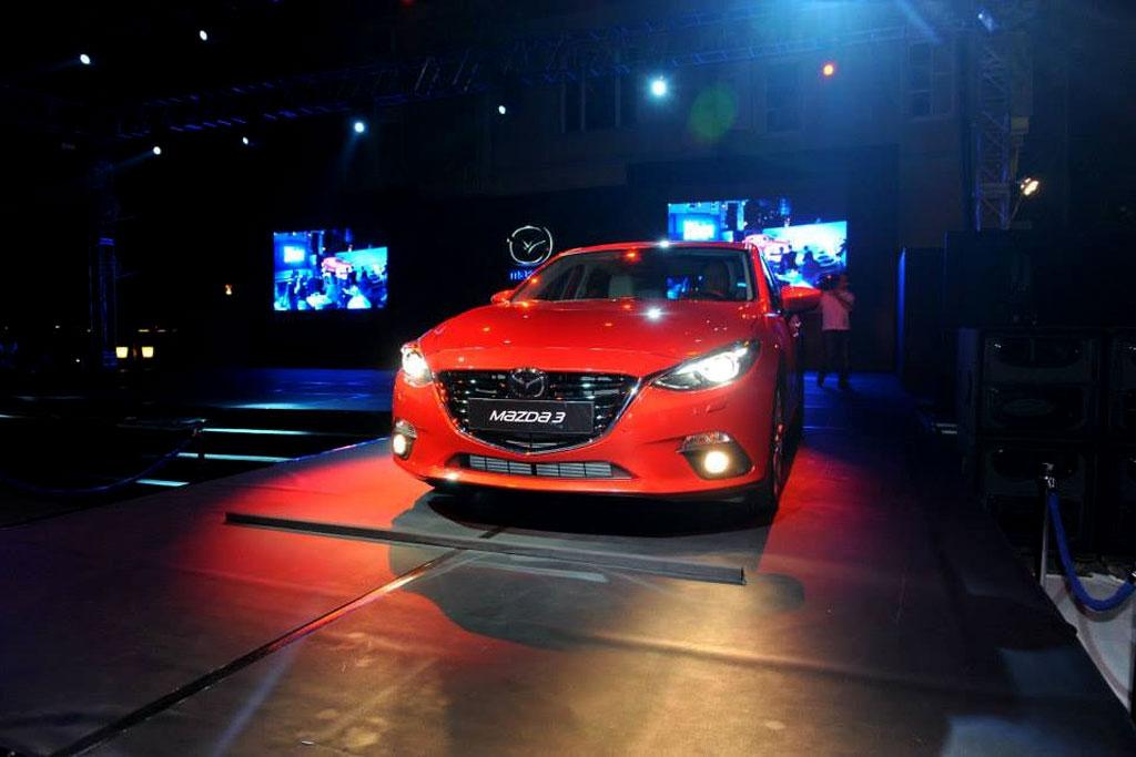 Комплектации и цены Mazda 3 хэтч…