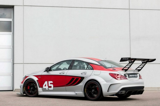 Фото Mercedes CLA 45 AMG Racing Series