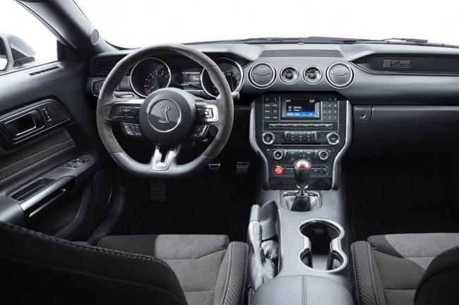 Салон Форд Мустанг Шелби GT350 2016