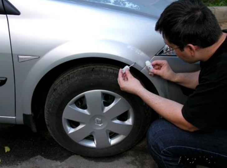 Как покрасить царапину на автомобиле своими руками