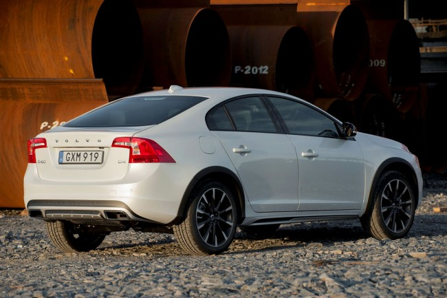 Volvo S60 Cross Country 2016 фото
