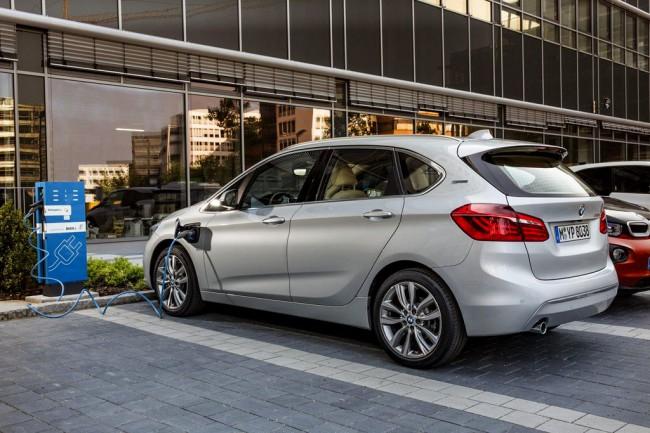 Обзор гибридного автомобиля Active Tourer от BMW
