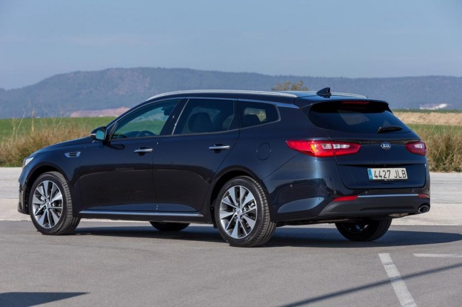 Фото новой Kia Optima SportsWagon