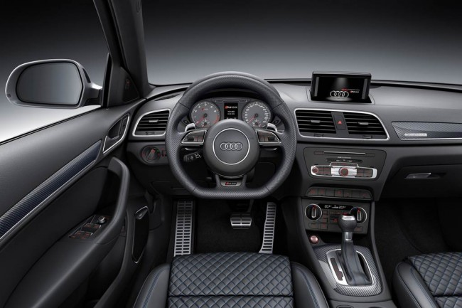 Фото салона Audi RS Q3 Performance