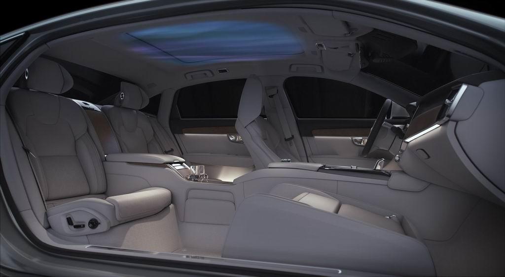 Концептуальный седан Volvo S90 с атмосферным салоном