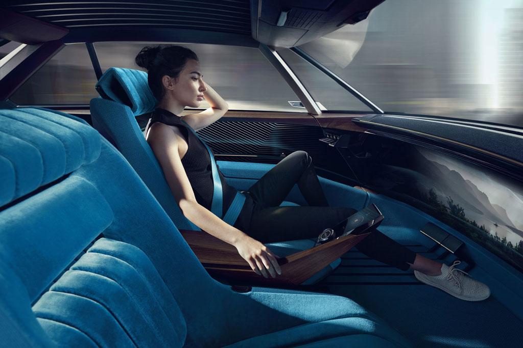 Салон Peugeot e-Legend