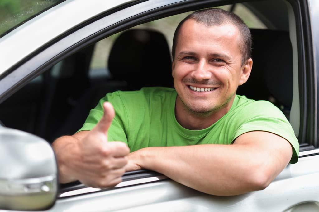 Ехать не страшно: что выдает опытного водителя за рулем?