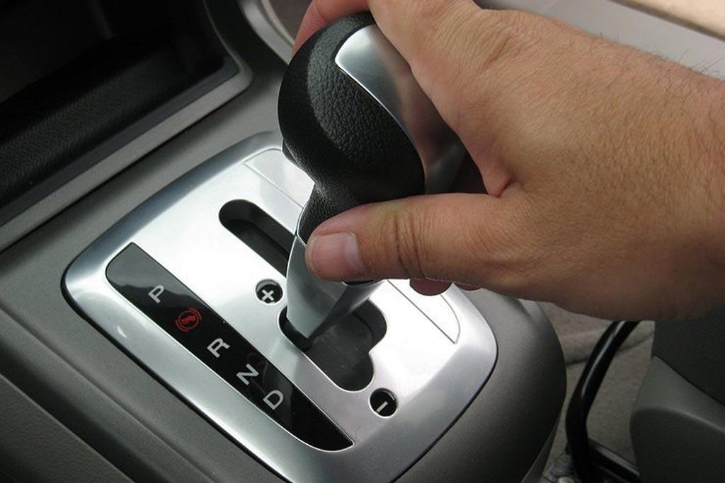 Машина с АКПП: действительно ли нужно ли переходить на нейтраль?