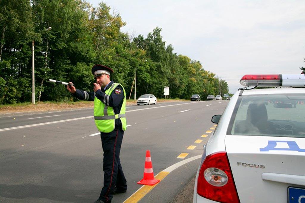 Остановили на дороге: какие вопросы нельзя задавать инспектору?