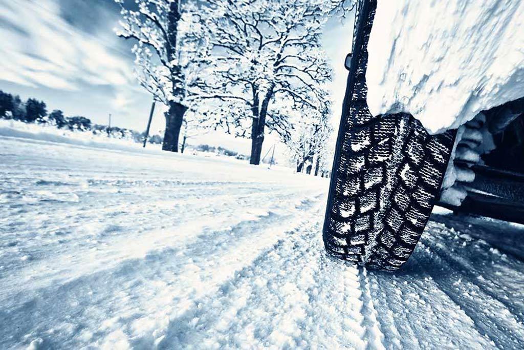 Снег и постоянные пробки: как снизить расход топлива зимой?