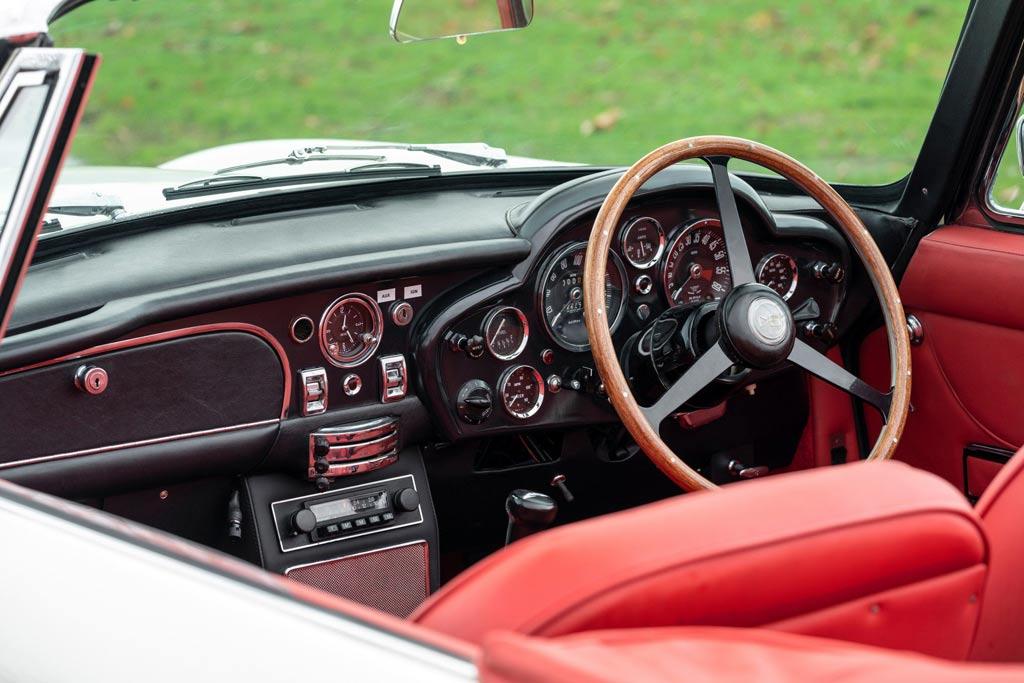 Классический Aston Martin DB6 MkII Volante перевели на электротягу