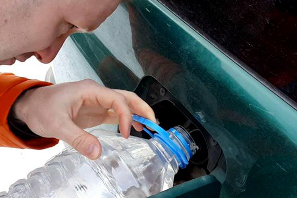 Вода в топливном баке: откуда она там появляется и чем поможет спирт?
