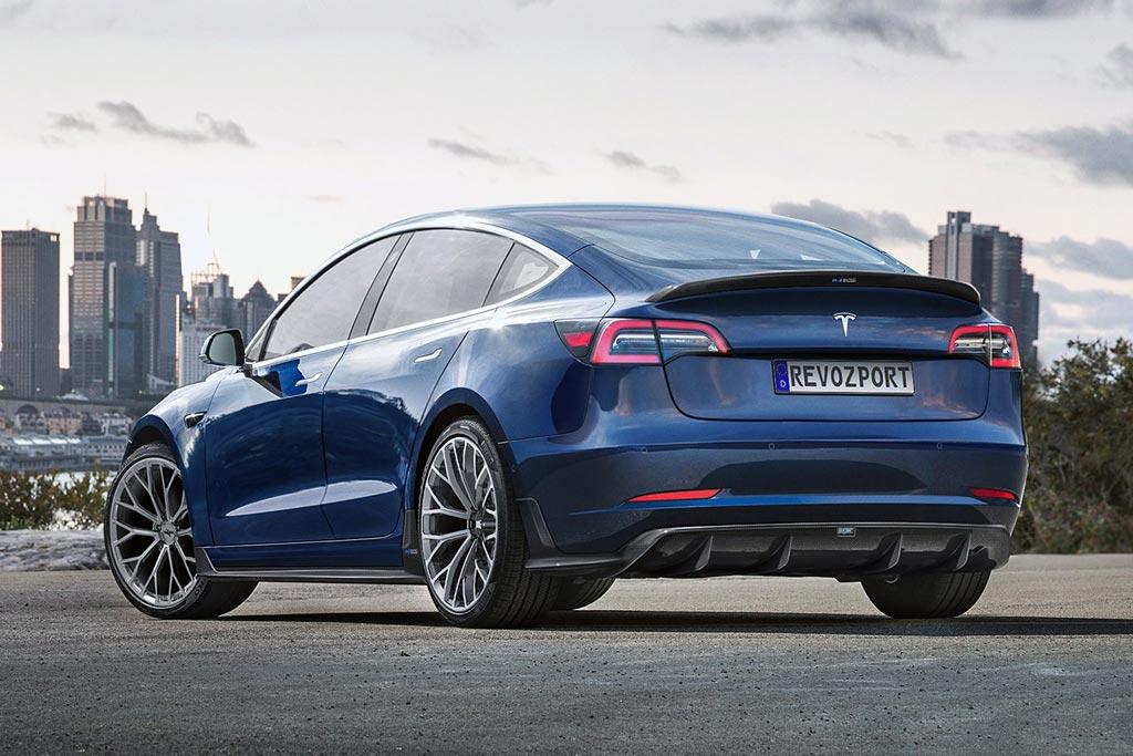 Электрокар Tesla Model 3 обзавелся обвесом от RevoZport