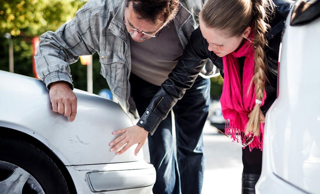 Учимся уверенно парковать авто: как научиться чувствовать габариты