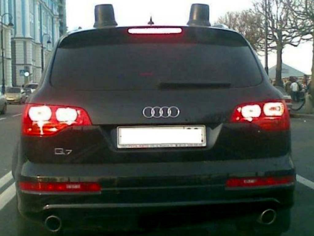 Черные мигалки на крыше автомобиля: кто их ставит и зачем?