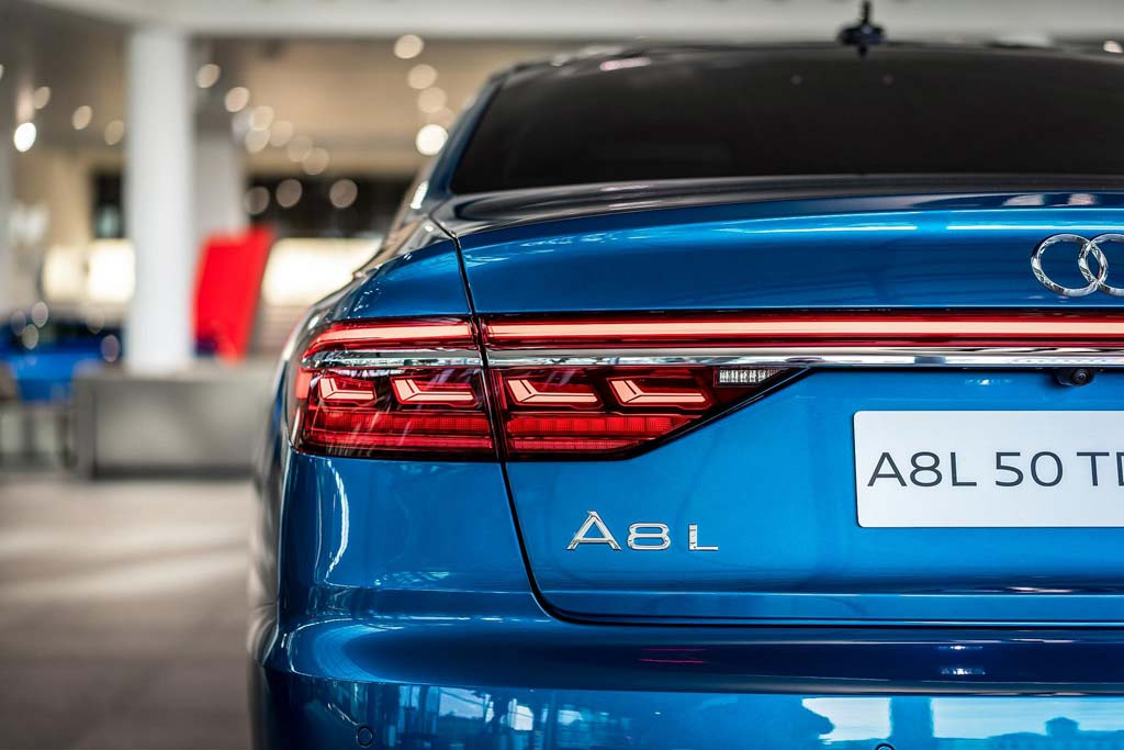 Audi A8 L Exclusive Ara Blue