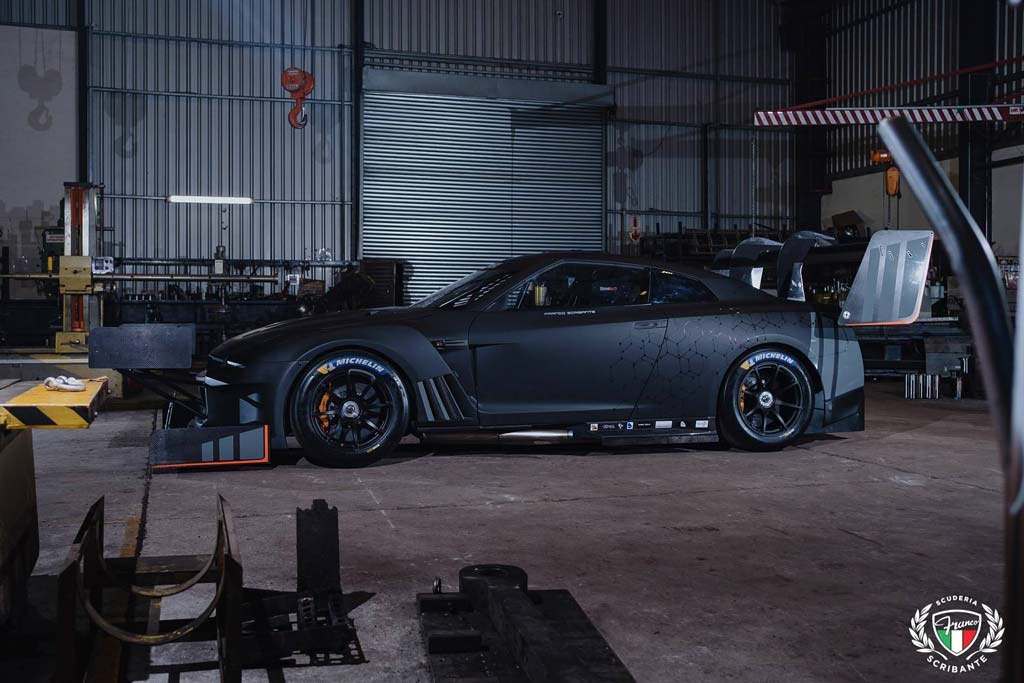 Для подъема на холм Nissan GT-R оснастили сумасшедшим обвесом